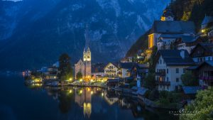 hellstatt_evening_view_church_lights