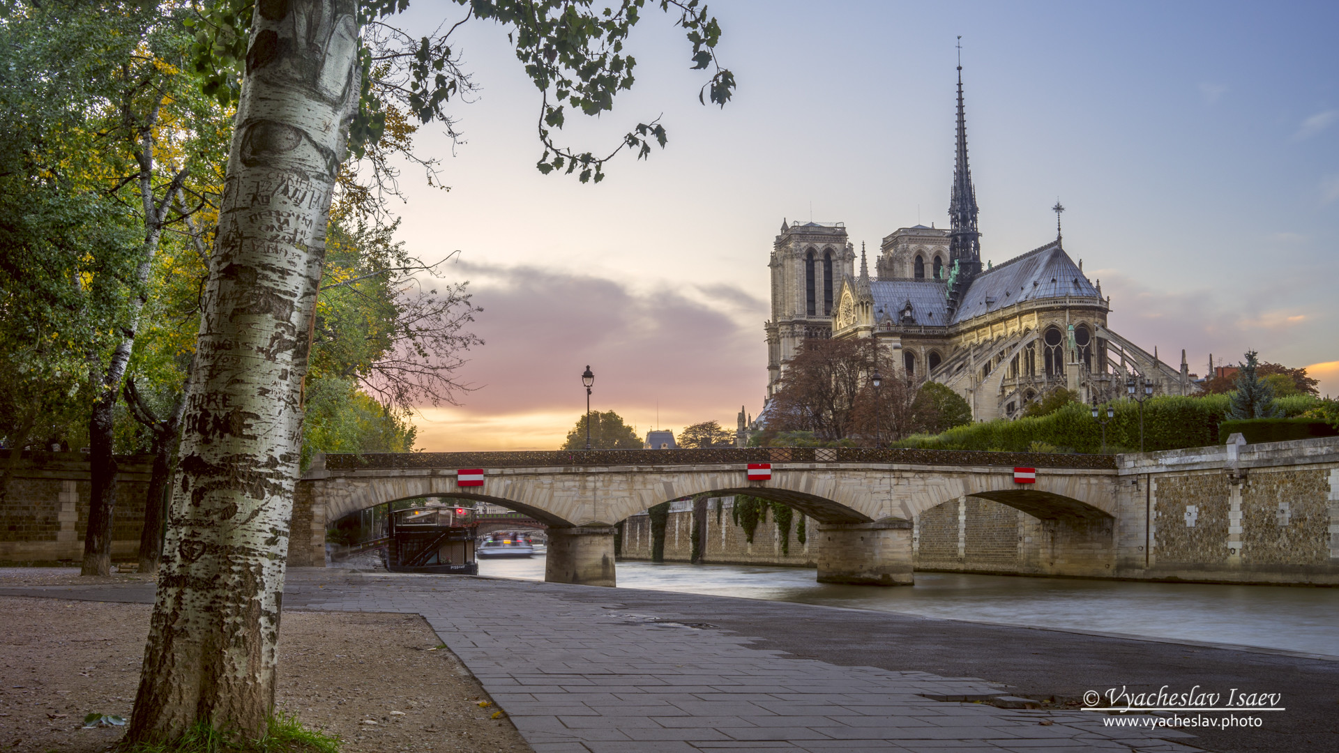 Last light on Notre Dame de Paris